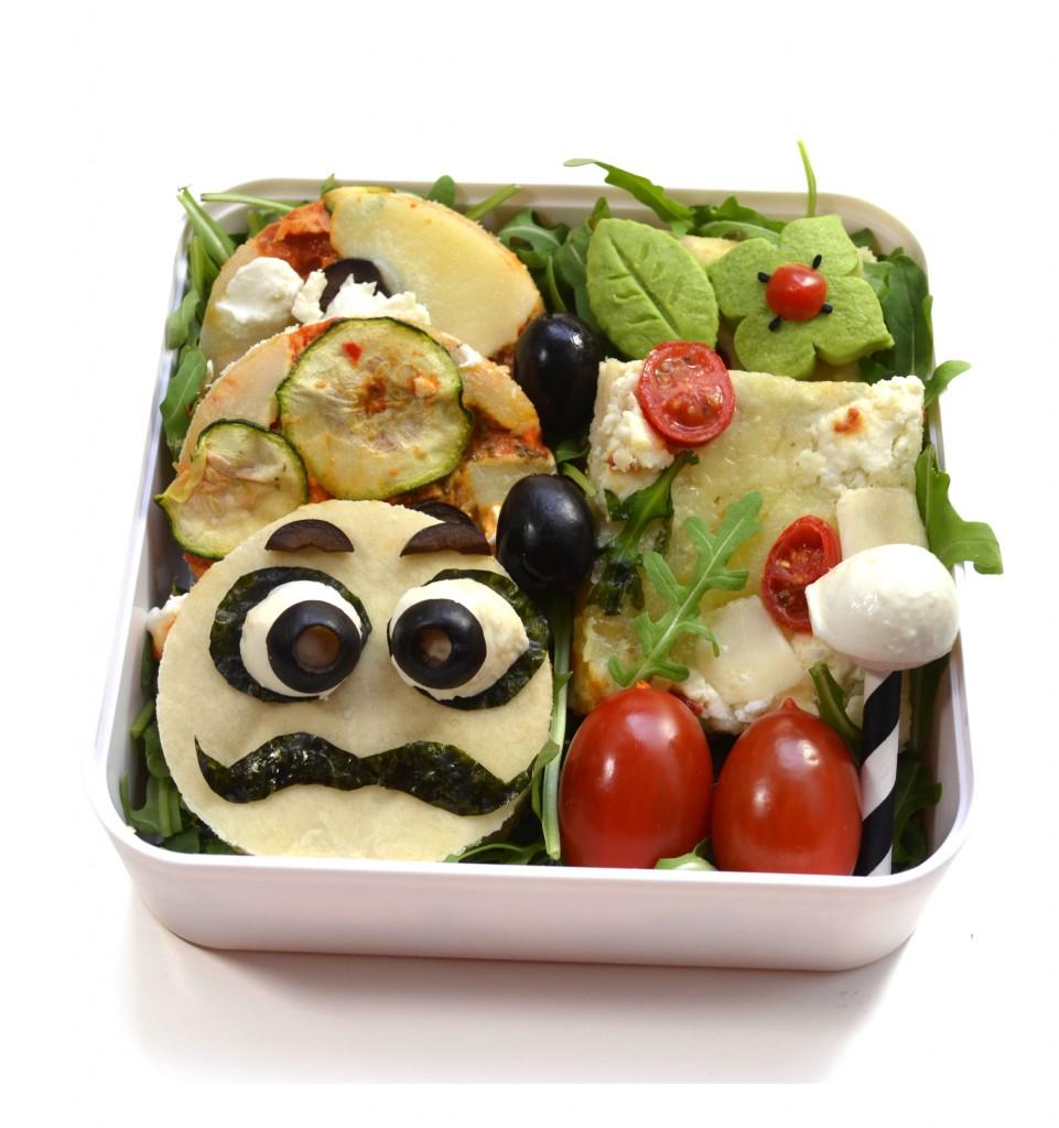 bento-pizza-maison-food-art-moustache-courgette-bleu-origan-chèvre-frais-roquette-tomate