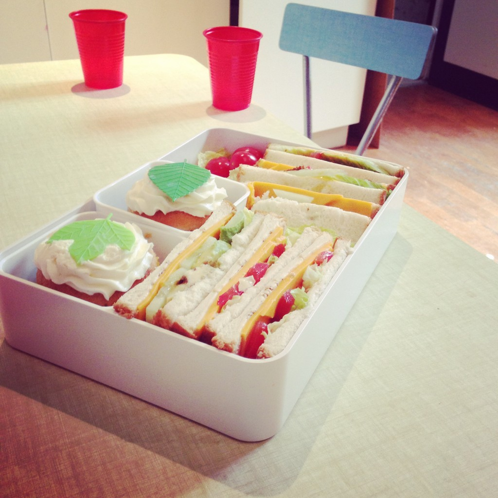 bento sandwiches cupcake baran balan lettuce