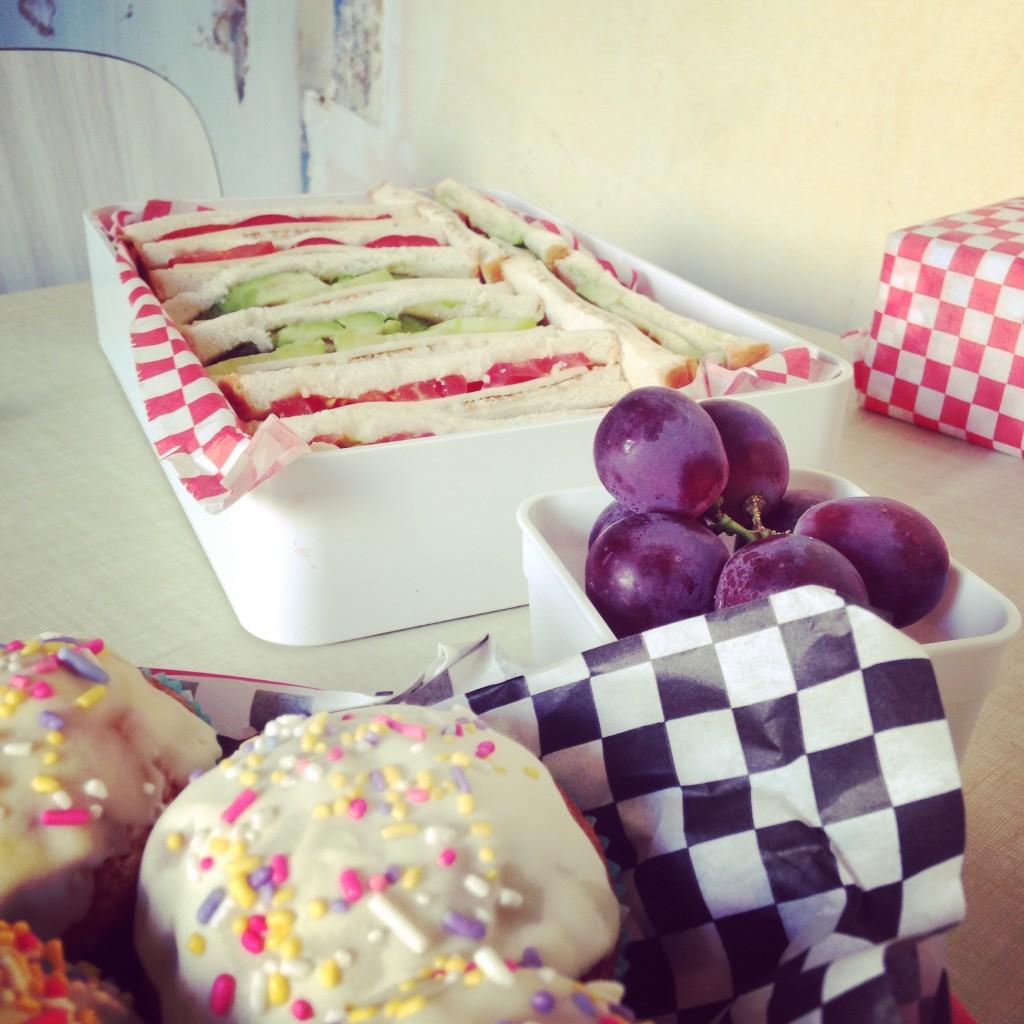 irodori bento sandwiches cupcakes